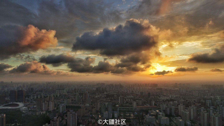 台风来临前一天,上海不一样的天空